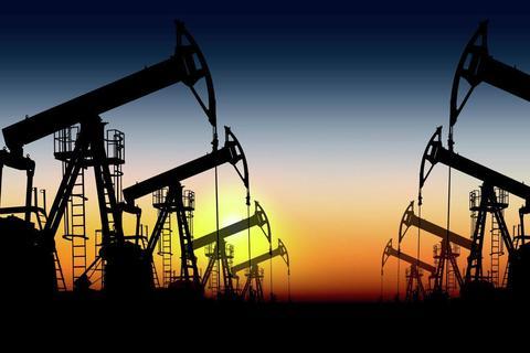 Цены на нефть снова начали снижаться на фоне укрепления доллара